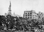 Bundesarchiv Bild 183-08778-0001, Dresden, Tote nach Bombenangriff