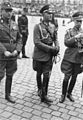 Bundesarchiv Bild 183-1988-0107-503, Major Friedrich Hoßbach (Mitte).jpg
