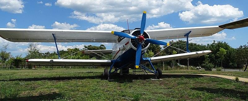 File:Burgas Antonov An-2P LZ1089 02.jpg