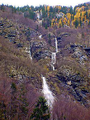 Savica (waterfall) - Image: Burger Nestalni Slap Levo Od Savice