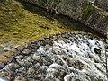 Caída del agua en las presas de la ruta de las fábricas textiles de Béjar.jpg