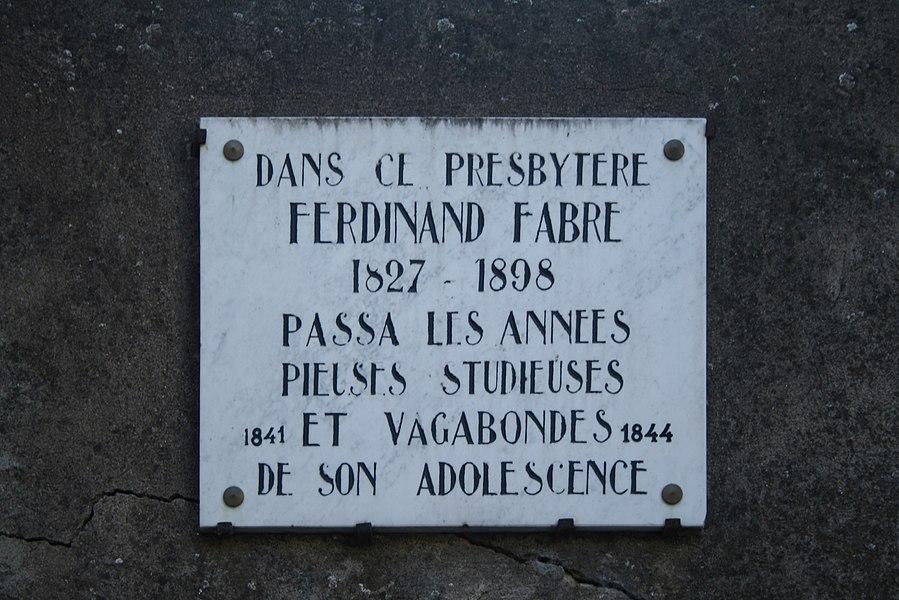 Camplong (Hérault) - plaque sur le presbytère où a vécu Ferdinand Fabre.