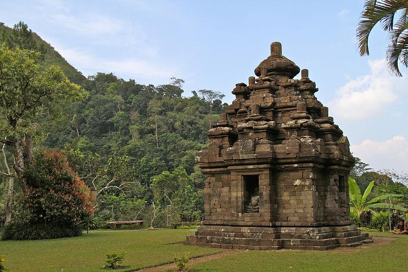 Berkas:Candi Selogriyo Hindu Temple of Java A 2013.jpg