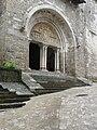Carennac (46) Église Portail 02.jpg