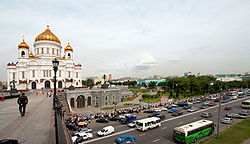 Cathedral of Christ the Saviour waiting line 2006.jpg