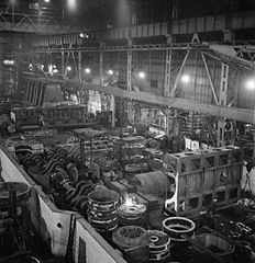 Cecil Beaton Photographs- Tyneside Shipyards, 1943 DB5.jpg