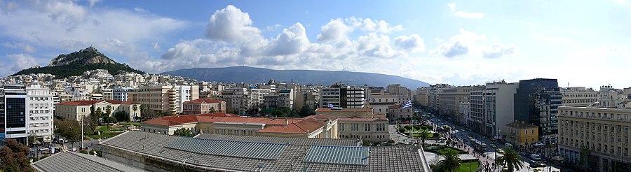 Panorama vido de Monto Likabeto, stratoj Stadiu kaj Panepistimiu.