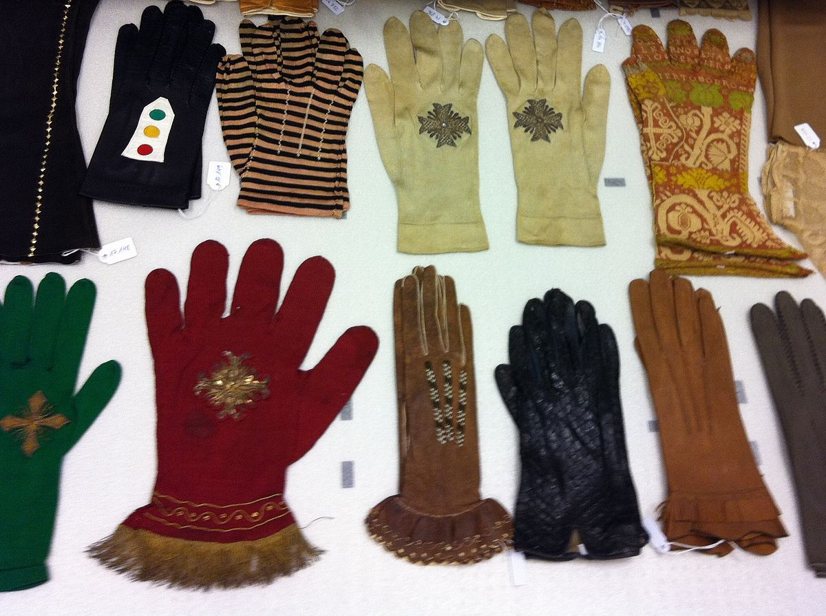 What do gloves look like
