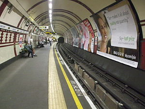 Chalk Farm tube station - Image: Chalk Farm stn southbound look north
