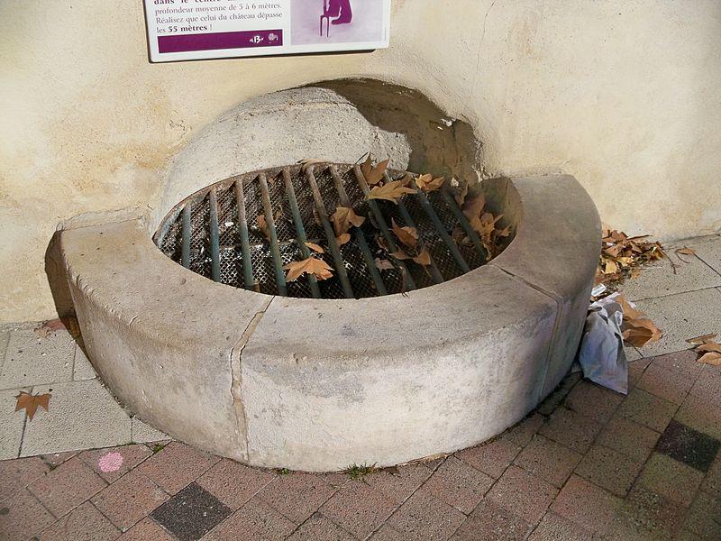 Un des 10 puits communaux de Chateeaurenard (13)