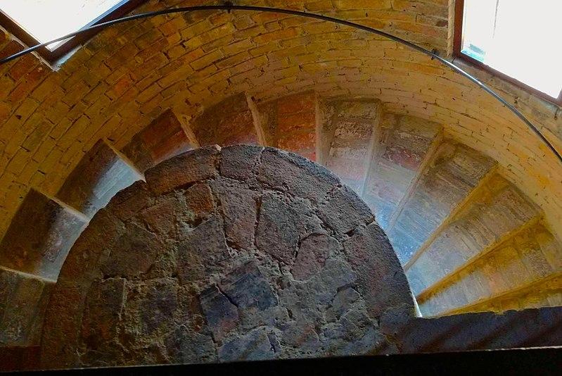 File:Chiesa di San Salvatore ad Chalchis-cosidetto Palazzo di Teodorico scale.jpg
