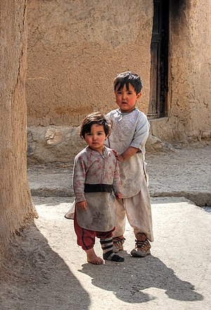 English: Brother and sister in the street of Q...