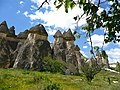 Chimeneas de las hadas, Capadocia - panoramio.jpg