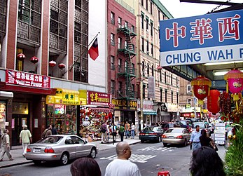 Mott Street, centre traditionnel de Chinatown dans la ville de New York. (définition réelle 2 452 × 1 769*)
