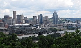 Downtown Cincinnati from Devou Park, seen from across the نهر أوهايو in كوفينغتون.