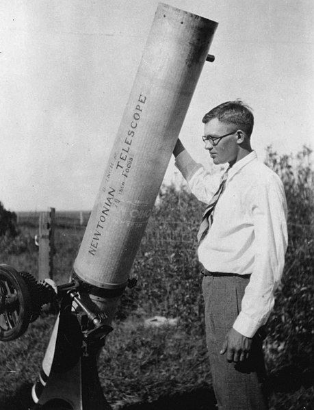 Mynd:Clyde W. Tombaugh.jpeg
