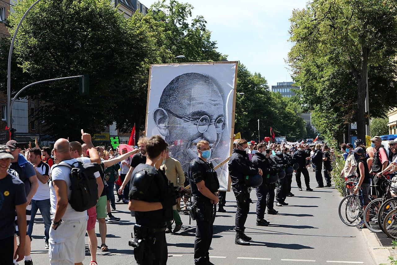 Conspiracy theorist protest Berlin 2020-08-01 103.jpg