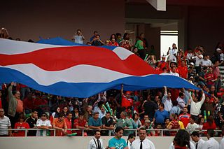Aficionados costarricenses en el Estadio Nacional.