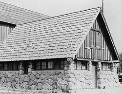 Crater Lake Comfort Station 4 1941.jpg