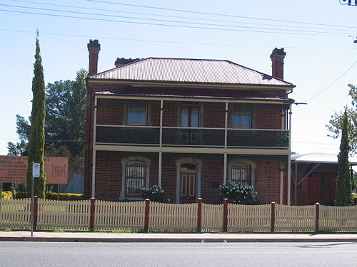The Station Master's Residence in the town of Culcairn in the eastern Riverina. Many of the buildings in Culcairn, including this one, are heritage listed. CulcairnStationMastersResidence.JPG