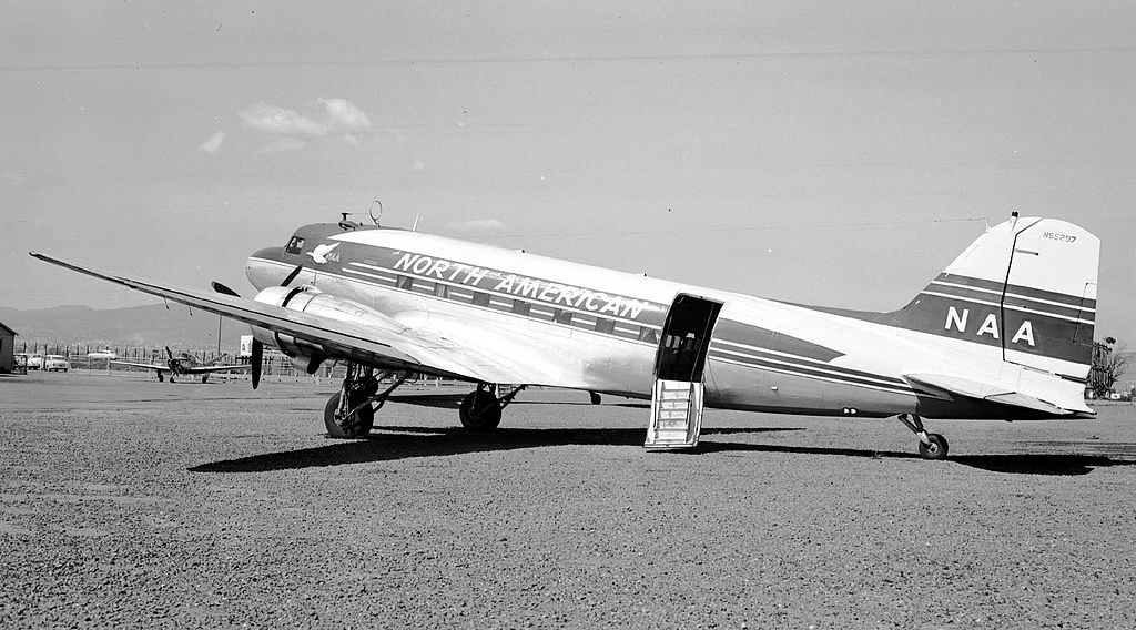 DC-3 North American Airlines (5437544751).jpg