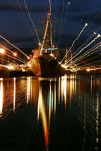 USS Russell, Holiday lights