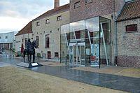De hoofdingang van het Cultureel Centrum.JPG
