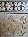 Detail of Marble Carving and Inlay - Mausoleum - Taj Mahal - Agra - Uttar Pradesh - India (12650273685).jpg