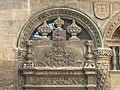 Detallado de la puerta Capilla real Granada.jpg