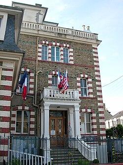 Dinard mairie.JPG