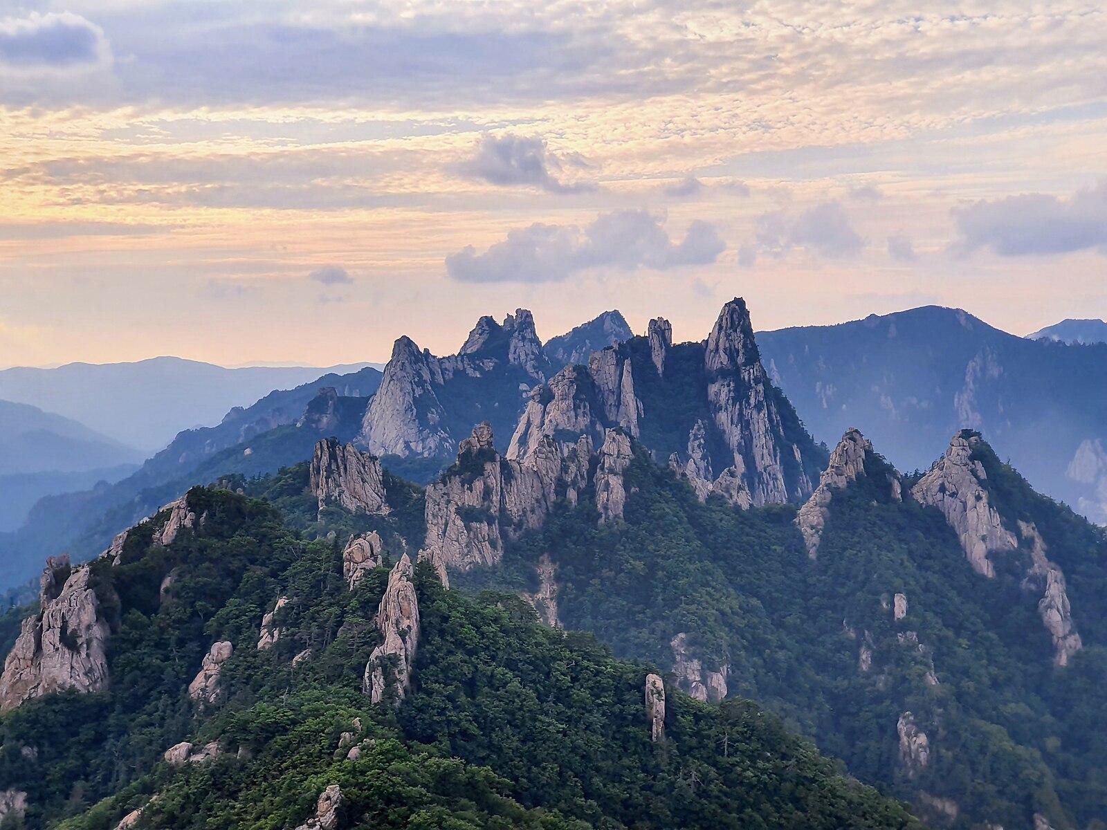 Dinosaur Ridge of Seoraksan