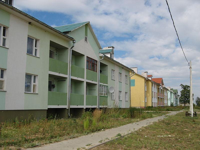 File:Doma ulica oktjabrskaja tikhinichi.JPG