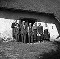 Družina Martina Lenčiča s sorodniki, Tolsti Vrh 1952.jpg