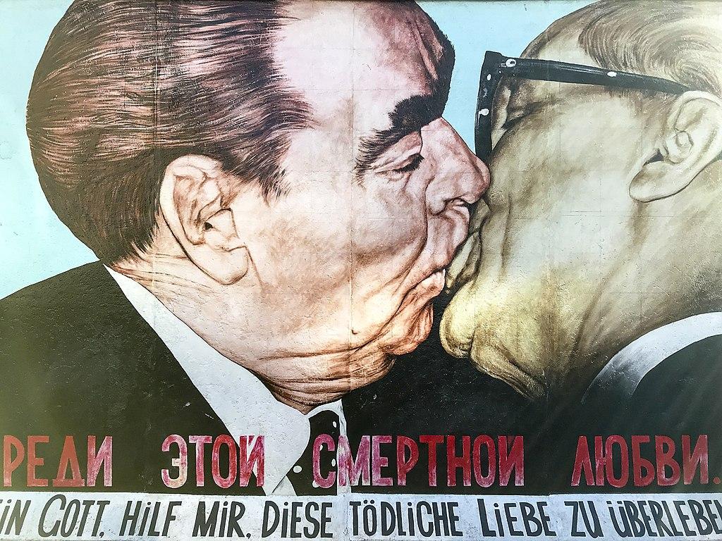East Side Gallery - Graffiti on Berlin Wall 05