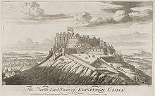 """Gravura de um castelo no topo de uma colina íngreme, acima do título """"O Nordeste Vista do Castelo de Edimburgo"""".  No castelo voa uma grande bandeira da União com a parte saltire escocês da bandeira mais visível."""