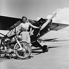 Elly Beinhorn and Piper J-3C-65 Cub 1952.jpg