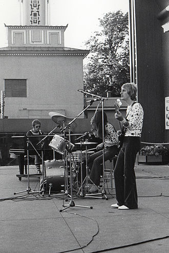 Nigel Olsson - The Elton John band, while still a trio- Olsson in the center on drums, 1971