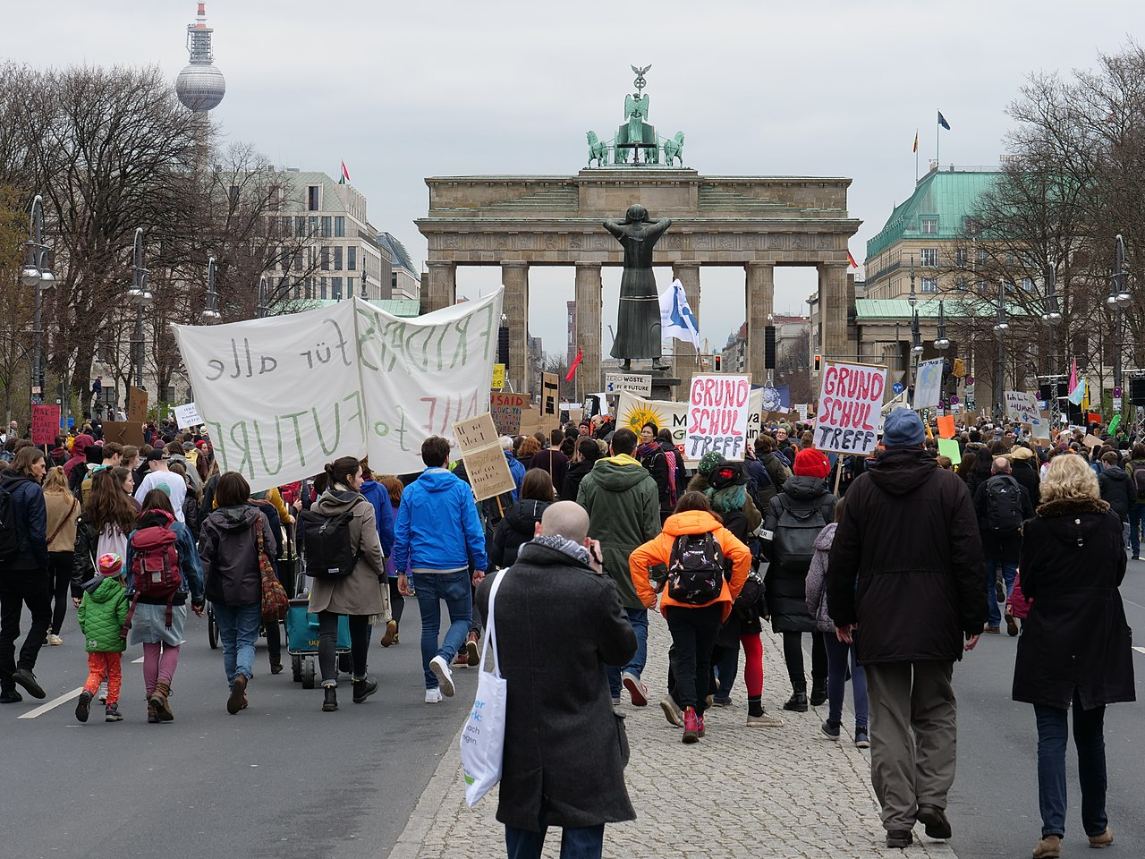 End of the FridaysForFuture demonstration Berlin 29-03-2019 05.jpg