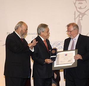 Óscar Hahn - Chilean President awarding the Pablo Neruda Prize to Óscar Hahn (right), 12/07/11