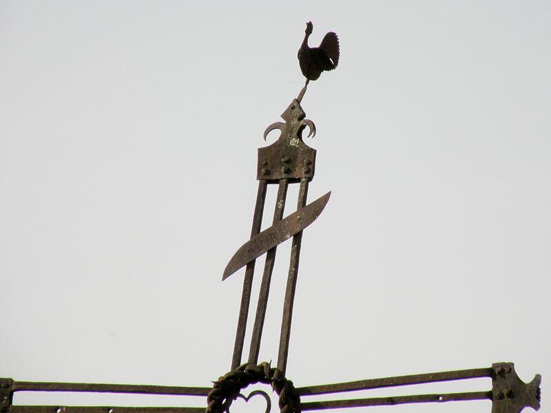 La croix du coq (détail) - Ercé - Ariège (France)