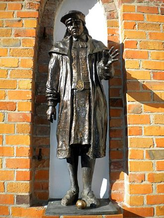 Darłowo - Statue of King Eric the Pomeranian at Darłowo Castle