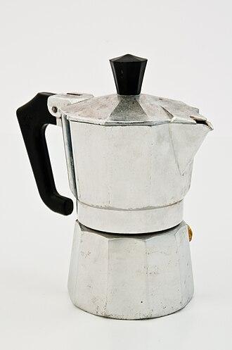 Moka pot - Image: Espressokanne im Lichtzelt
