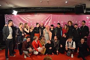 Un gruppo di artisti in competizione si riunisce per una foto di gruppo all'Eurovision Spain PreParty 2018 a Madrid