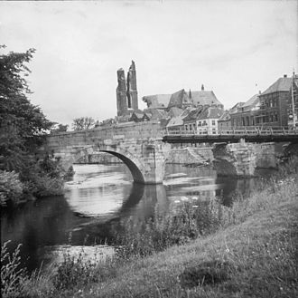 Roermond - Roermond in 1945 with the heavily damaged St. Christopher's Cathedral in the background