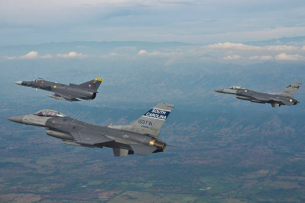 File F-16 colomb...F 16 Colombie