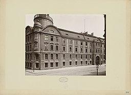 Kaserne Kaiser-Alexander-Gardegrenadier-Regiment, Hermann Rückwardt (1845-1919) [CC0], via Wikimedia Commons
