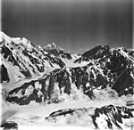 Fairweather Glacier, mountain glaciers and icefall, August 31, 1977 (GLACIERS 5451).jpg