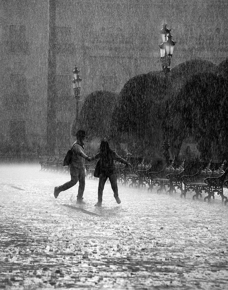 Pluie à León (Mexique).  (définition réelle 2759×3512)