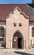 Feldkirchen Stadtpfarrkirche Mariä Himmelfahrt Portal 19042018 3023.jpg