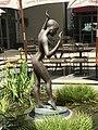 Female sculpture at the Stamford Hotel courtyard, Brisbane 01.jpg